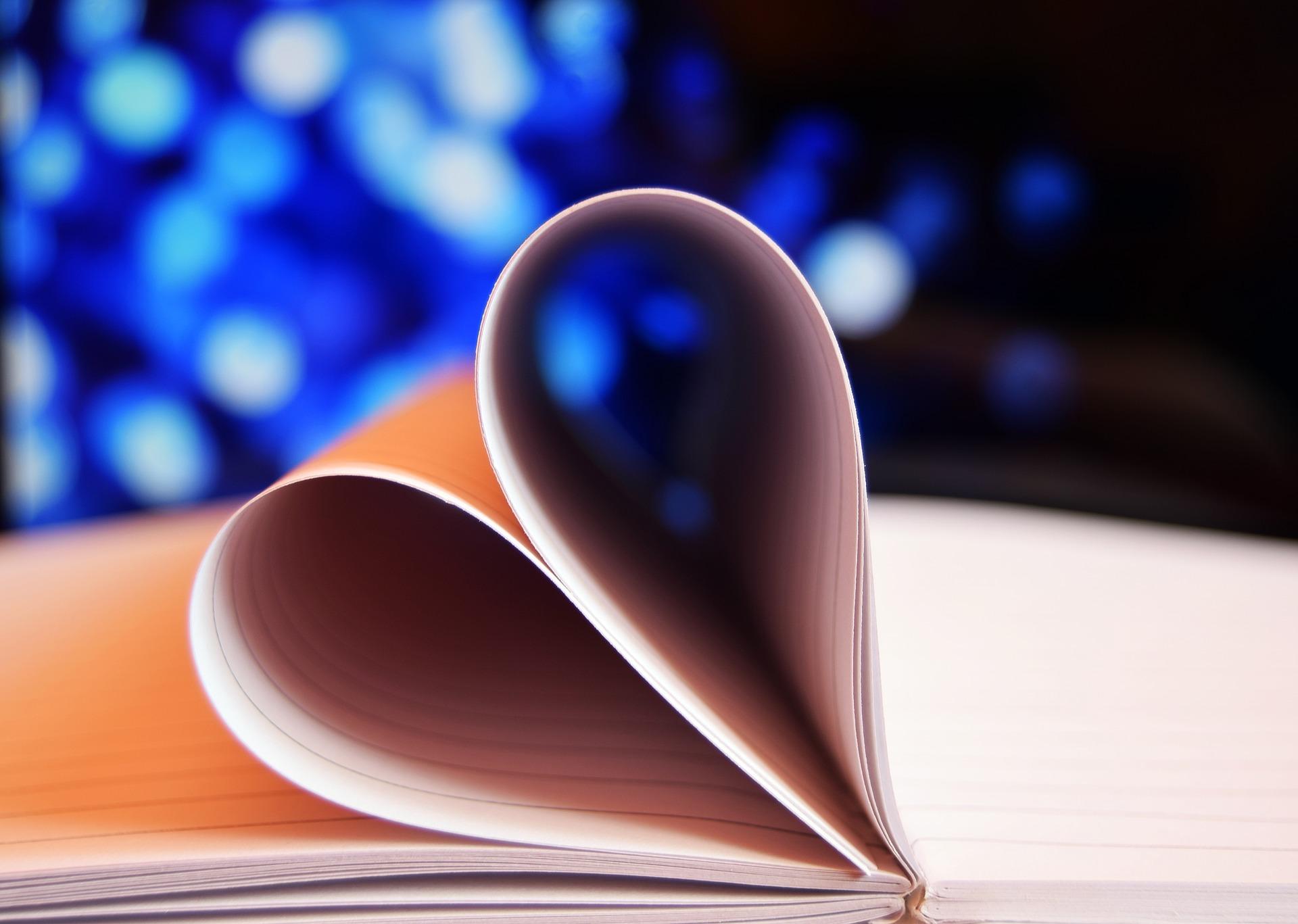 Miłość opisana słowami – kiedy sięgamy po cytaty?  Jakie słowa wyrażą uczucia? Słowa erudytów, literatów, cierpiących i szalonych z miłości