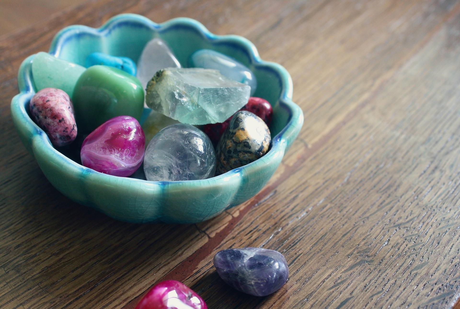 Kamienie naturalne – sprawdź, który do Ciebie najlepiej pasuje