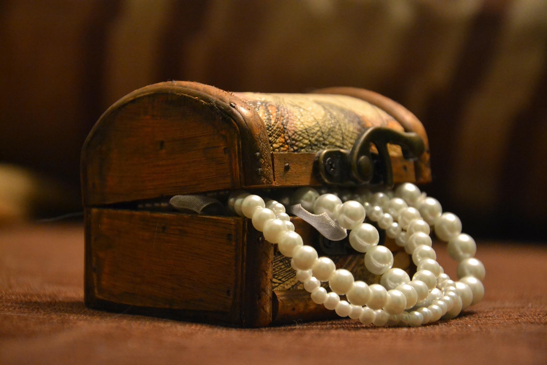 Bransoletka z perłą – wyjątkowy prezent dla wyjątkowej kobiety
